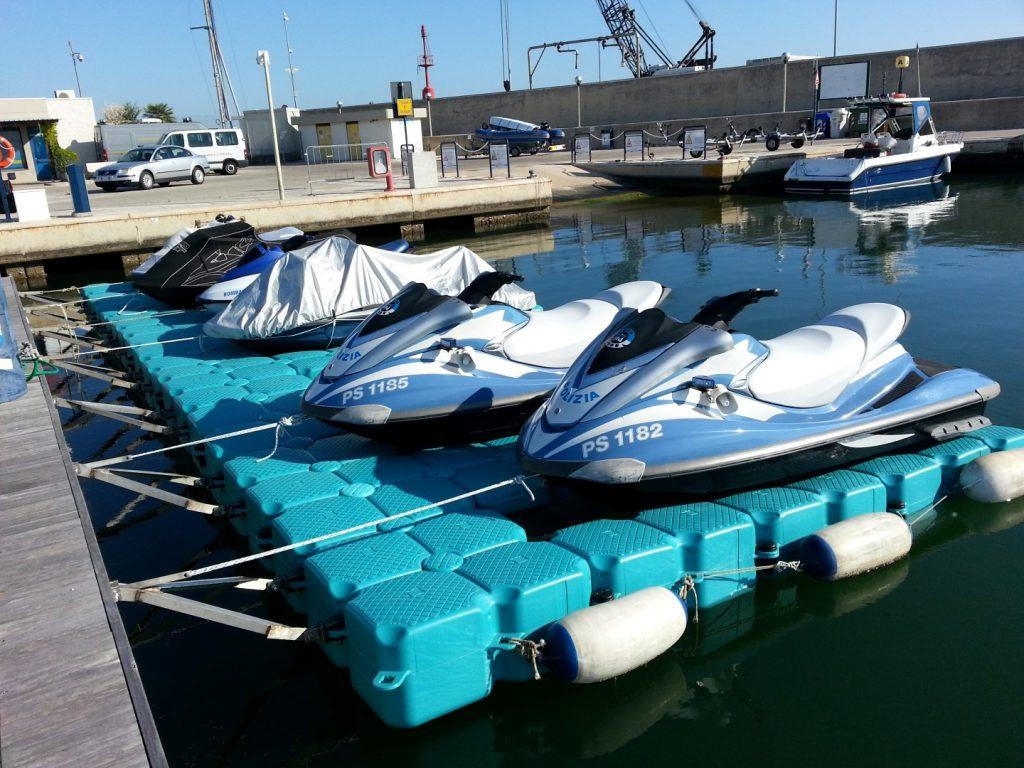 plataforma para moto acuática